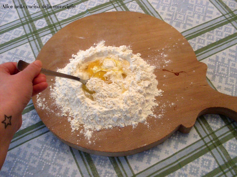 Pasta fresca all'uovo fatta in casa Ricetta base Alice nella cucina delle meraviglie