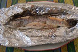 Trota al cartoccio, ricetta secondo piatto di pesce in pentola a pressione