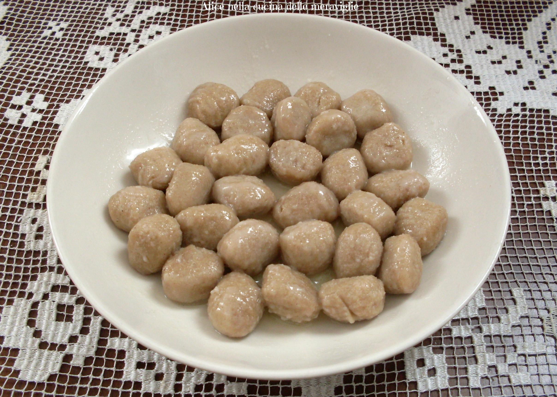 Gnocchi all'ossolana Ricetta primo piatto vegetariano Alice nella cucina delle meraviglie