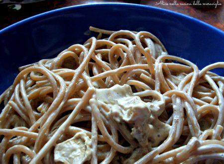 Spaghetti integrali con Philadelphia e funghi, ricetta primo piatto vegetariano