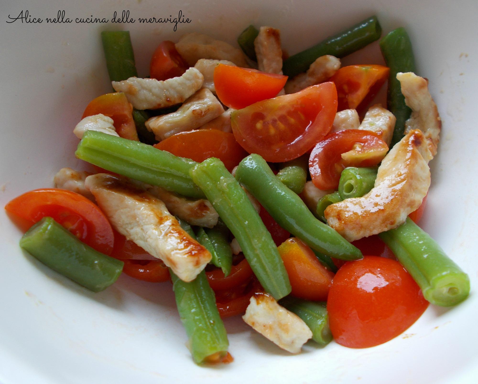 Insalata fresca di fagiolini, pomodorini e tacchino Ricetta secondo piatto Alice nella cucina delle meraviglie