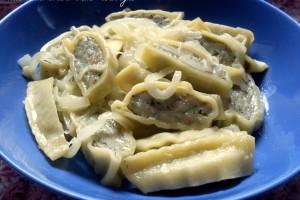 Maultaschen con burro e cipolle, ricetta primo piatto tedesco