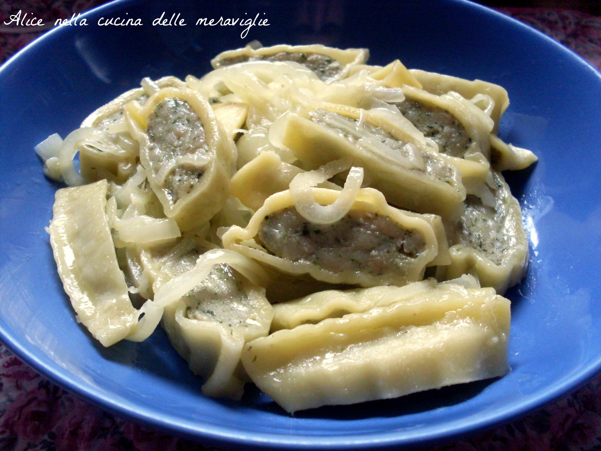 Maultaschen con burro e cipolle Ricetta primo piatto tedesco Alice nella cucina delle meraviglie
