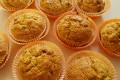 Muffin alle carote, mandorle e gocce di cioccolato, ricetta dolce (senza latticini e senza grassi aggiunti)