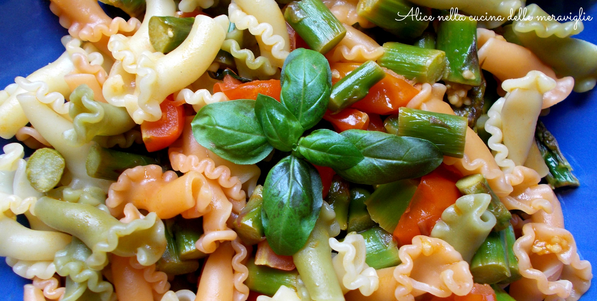 Pasta con asparagi, pomodorini e basilico Ricetta primo piatto vegano Alice nella cucina delle meraviglie