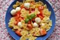 Pasta fredda con pomodori e mozzarelline, ricetta primo piatto vegetariano