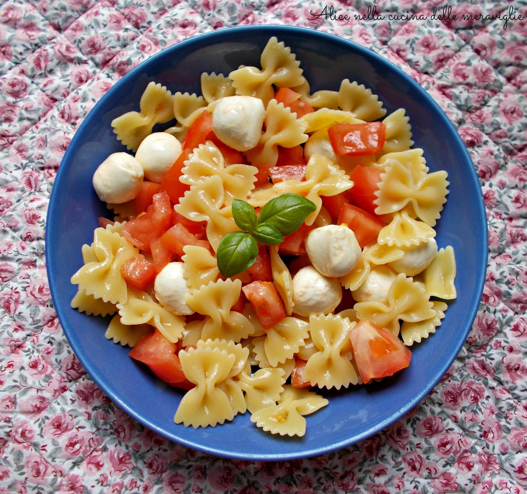 Pasta fredda con pomodori e mozzarelline Ricetta primo piatto vegetariano Alice nella cucina delle meraviglie