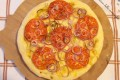 Focaccia con pomodori e cipolle, ricetta lievitato salato