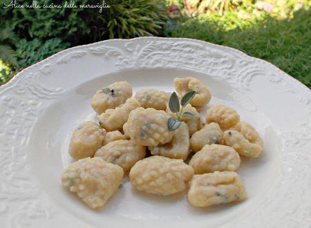 Gnocchi con farina di ceci e salvia, ricetta primo piatto vegano