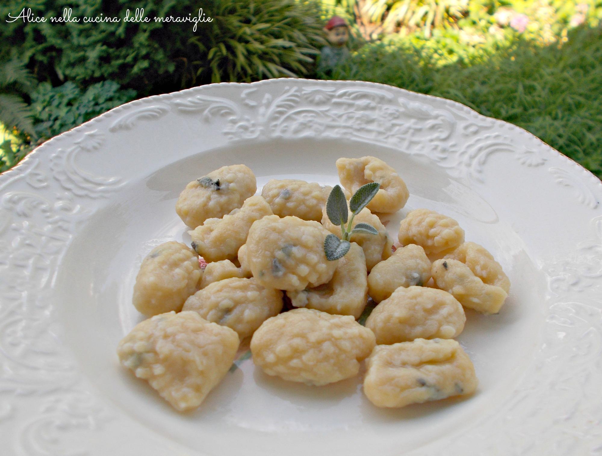 Gnocchi con farina di ceci e salvia Ricetta primo piatto vegano Alice nella cucina delle meraviglie