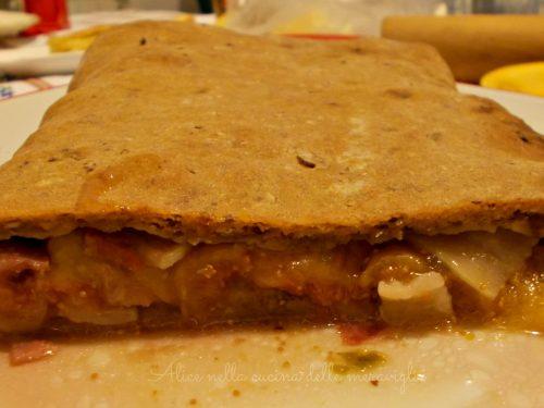Pane ai cereali ripieno di lardo e fichi, ricetta lievitato salato