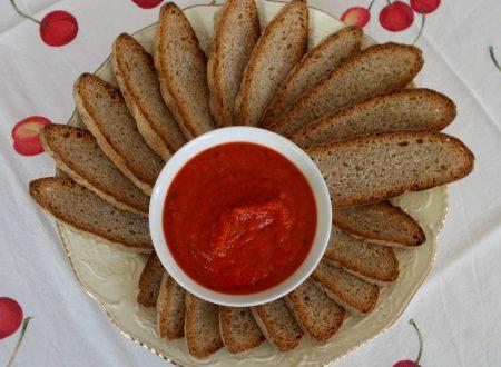 Sugo fresco di peperoni rossi e pomodori, ricetta vegana