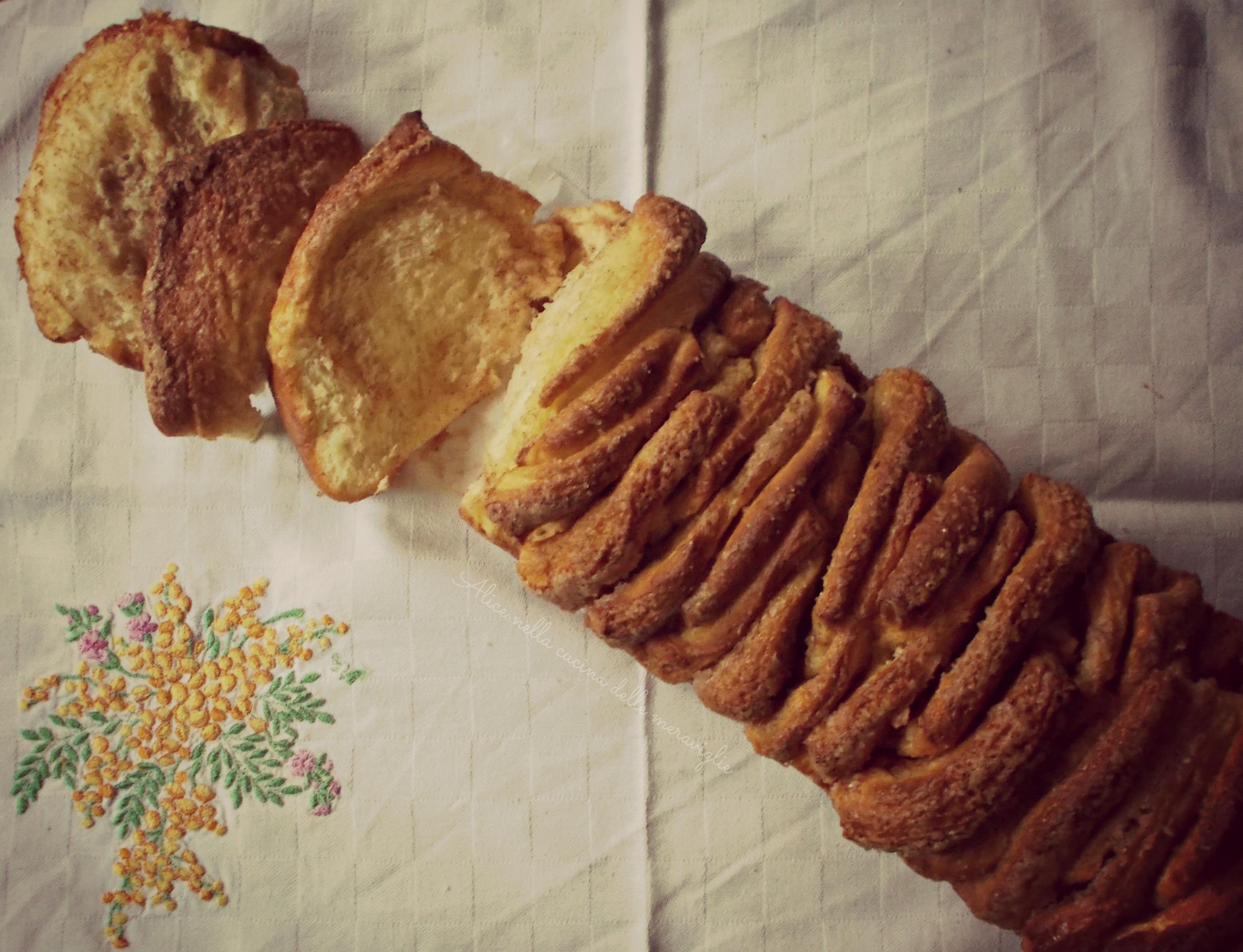 Pane allo zucchero e cannella Cinnamon Sugar Pull-Apart Bread Ricetta lievitato dolce Alice nella cucina delle meraviglie