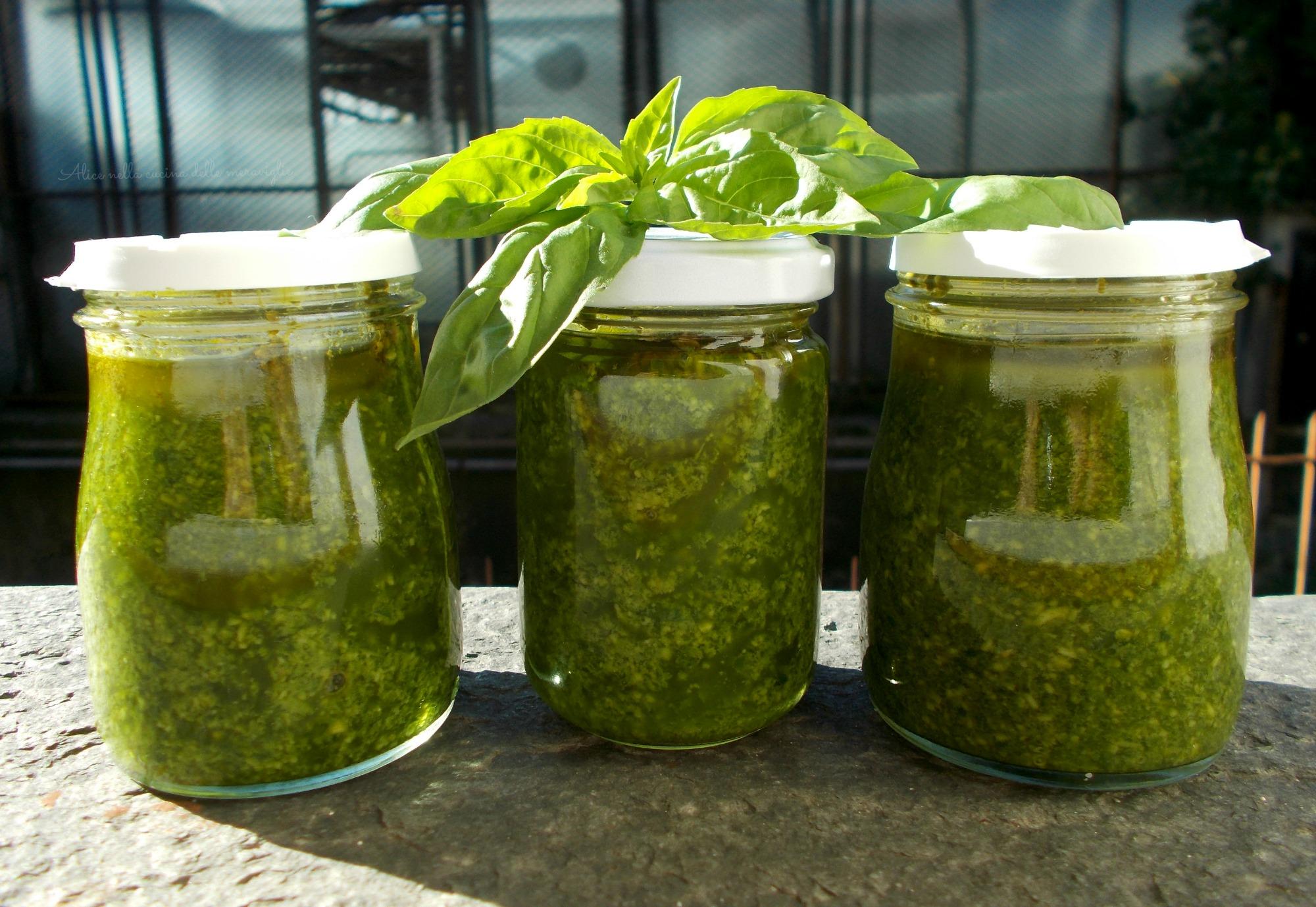 Pesto di basilico Ricetta base vegetariana Alice nella cucina delle meraviglie