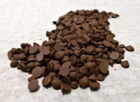 Gocce di cioccolato fatte in casa, ricetta base dolce