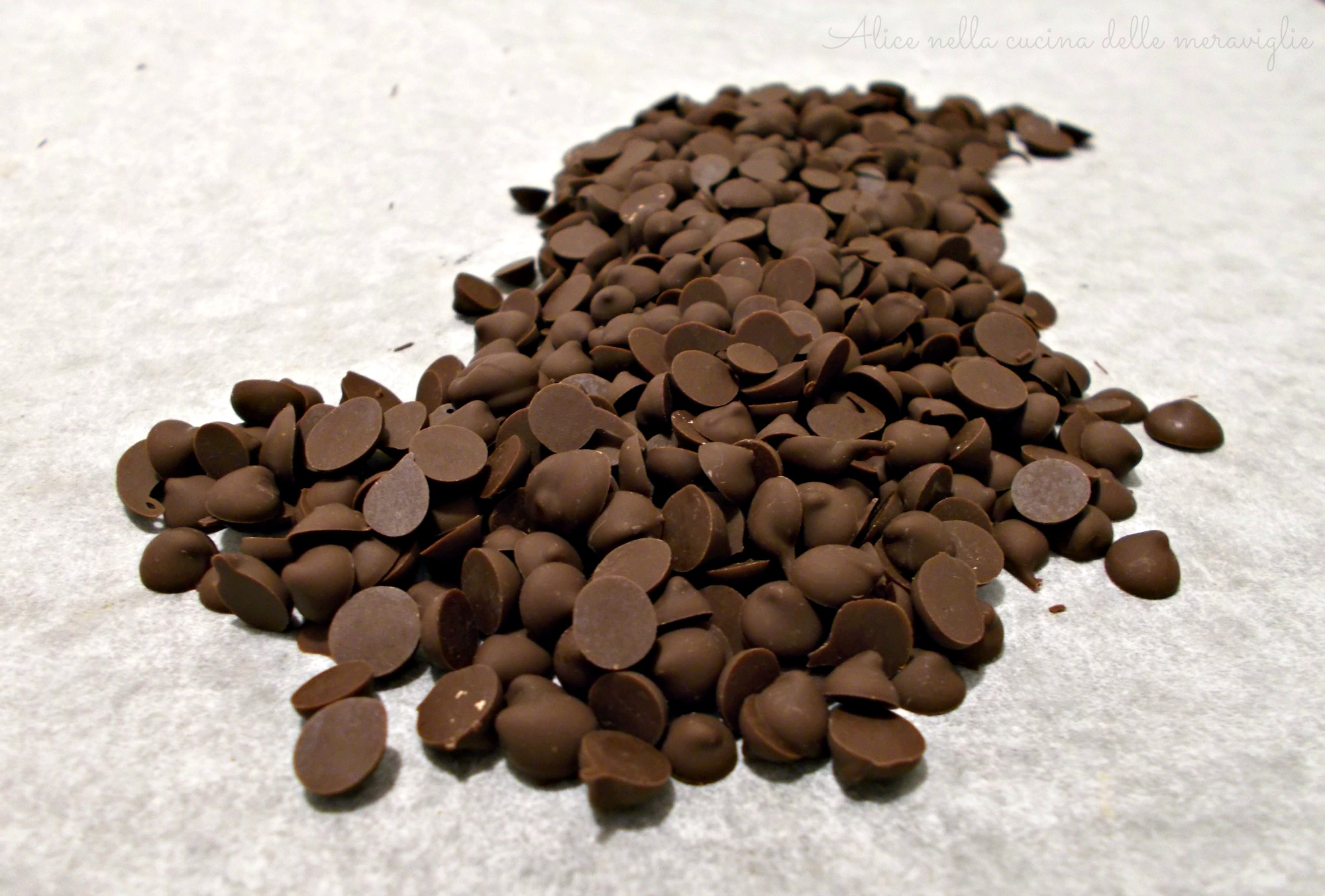 Gocce di cioccolato fatte in casa Ricetta base dolce Alice nella cucina delle meraviglie