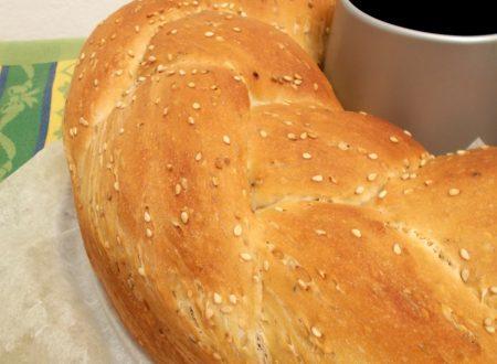 Treccia di pane al sesamo, ricetta lievitato