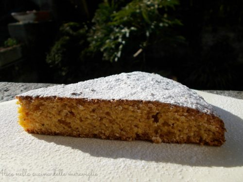 Torta con farina di mais e amaretti, ricetta dolce (senza burro e senza lievito)