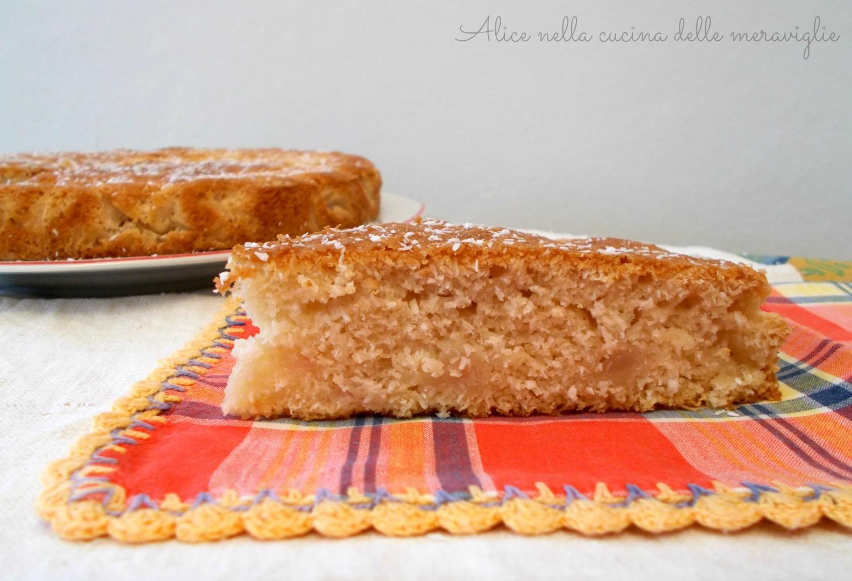 Coconut Pear Cake Alice nella cucina delle meraviglie (1)