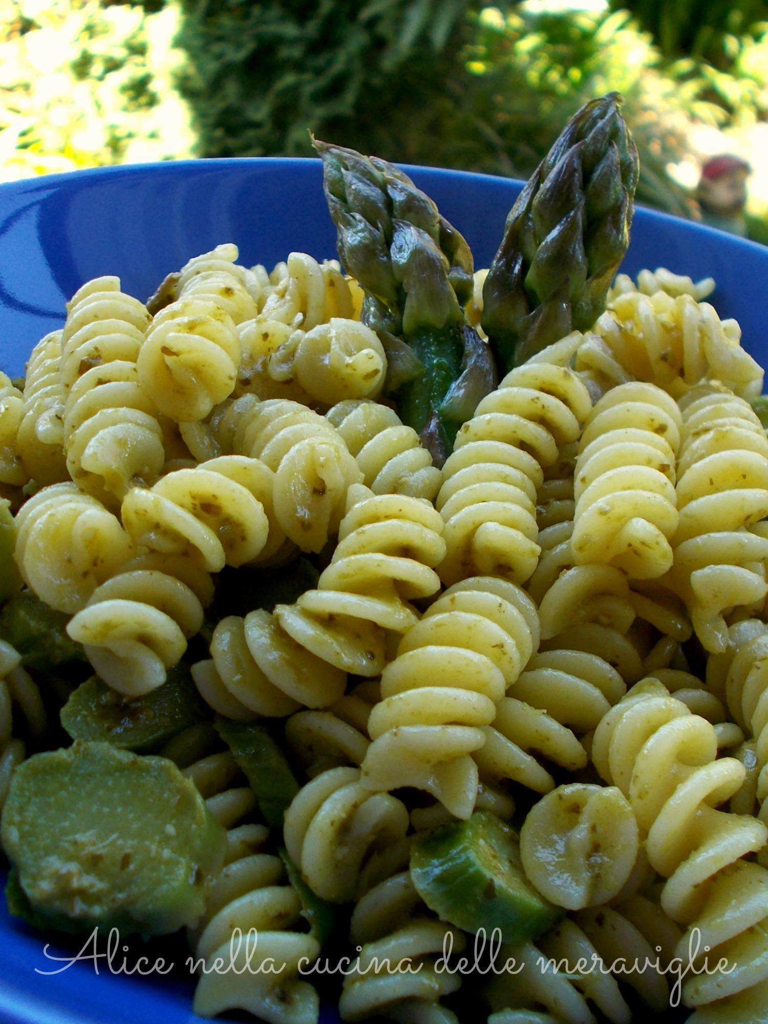Pasta con asparagi e pesto Ricetta primo piatto vegetariano Alice nella cucina delle meraviglie
