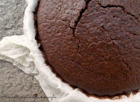 Torta al cacao, ricetta dolce light (senza burro e senza uova)