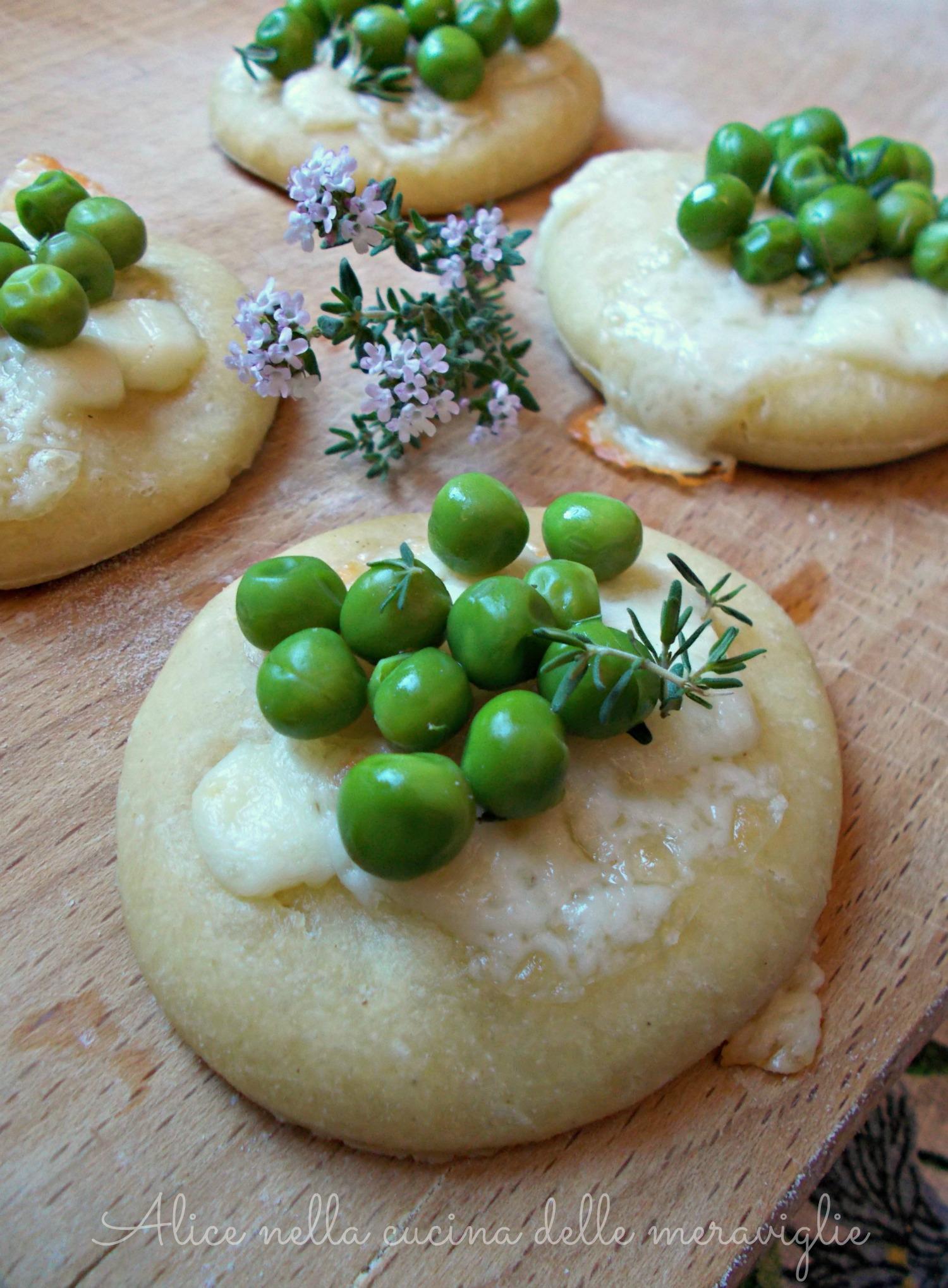 Focaccine di kamut con provolone e piselli Ricetta lievitato con licoli Alice nella cucina delle meraviglie