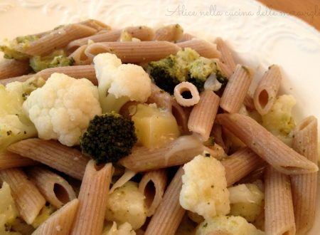 Pasta con cavolfiore, broccoli e formaggio nostrano, ricetta primo piatto vegetariano