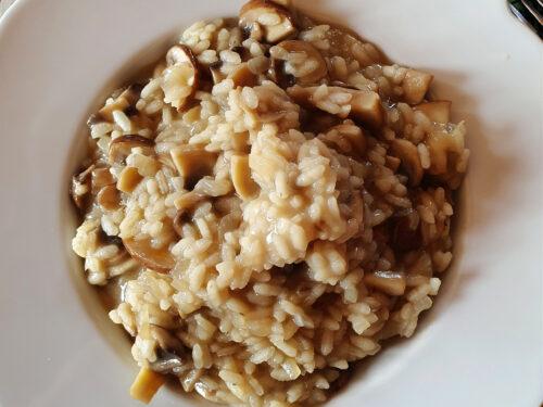 Risotto ai funghi champignon, ricetta primo piatto vegetariano
