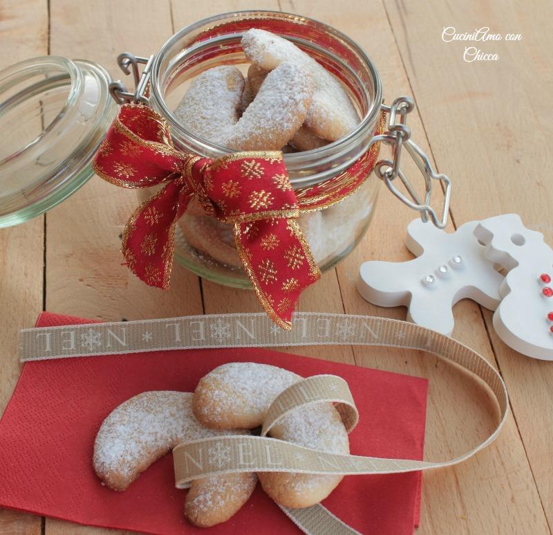 Biscotti alle mandorle Natalizi  CuciniAmo con Chicca