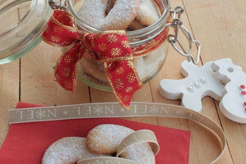 Biscotti alle mandorle Natalizi