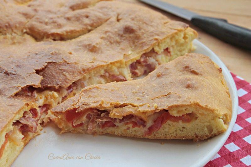 Pizza ripiena al prosciutto