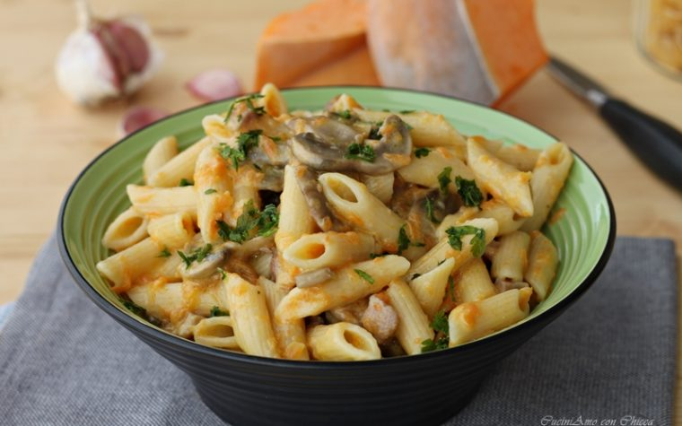 Pasta cremosa con zucca funghi