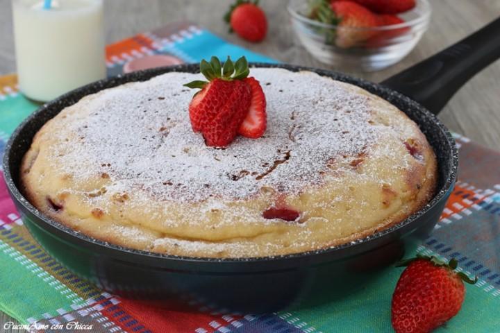 Torta morbida alle fragole in padella