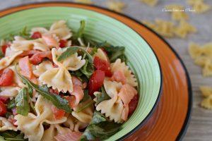 Pasta fredda al salmone e pomodori