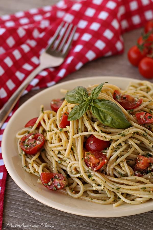 Pasta al pesto e pomodorini