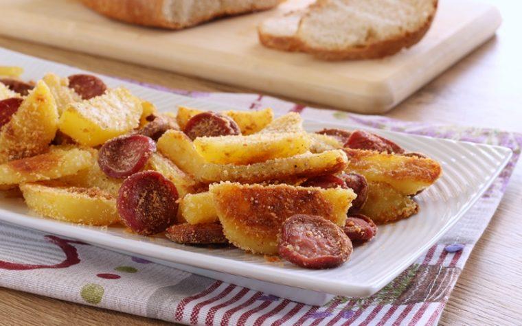 Patate sabbiose con wurstel