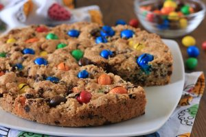 Torta cookie con M&M's