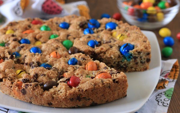 Torta cookie con M&M's