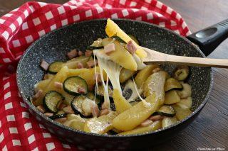 Patate in padella con zucchine e scamorza