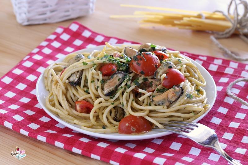 Spaghetti al pesto e cozze