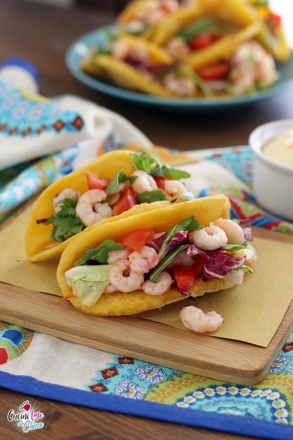 tacos con gamberetti e insalata di avocado