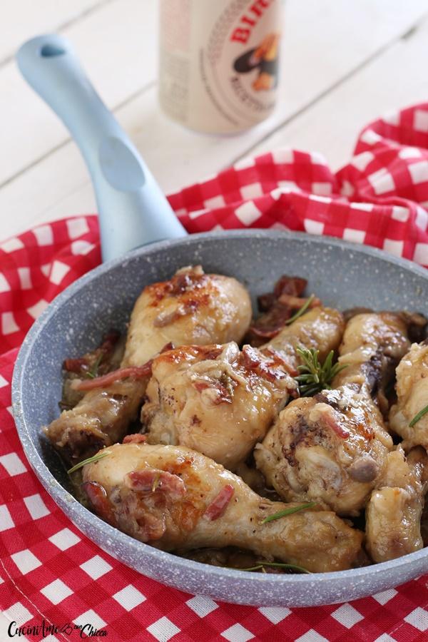 Pollo alla birra con speck e cipolle