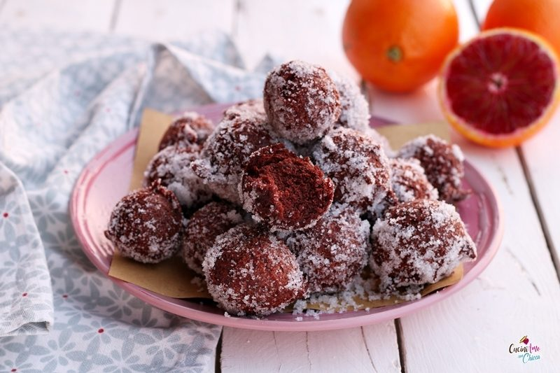 Castagnole al cacao e arancia