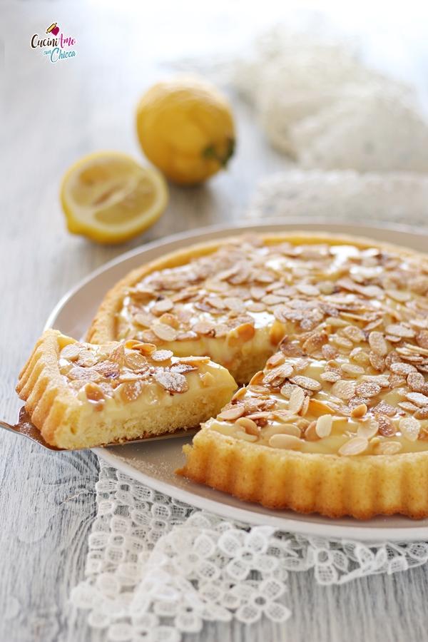 Crostata Morbida con Crema al Limone e Mandorle