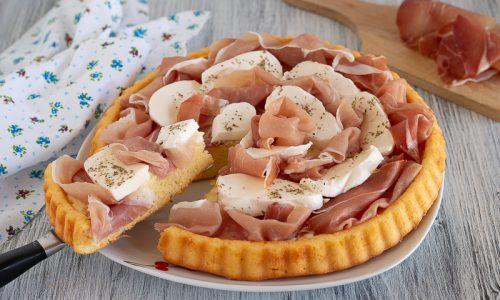 Crostata morbida con prosciutto e mozzarella