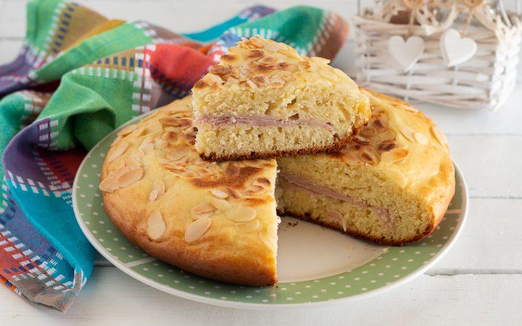 Torta in padella con prosciutto e formaggio
