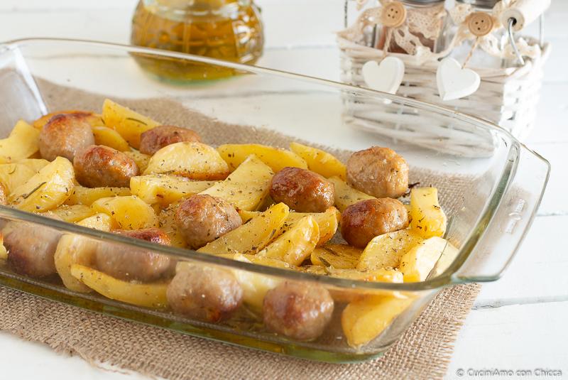 Come fare le polpette e patate morbide al forno