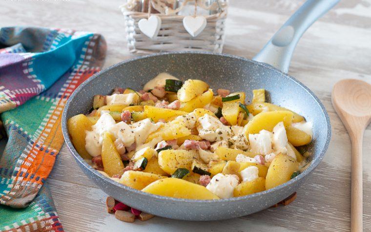 Patate e zucchine cotte in padella