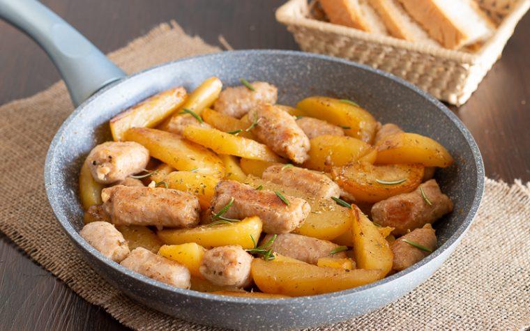 Patate e salsicce in padella consigli e varianti