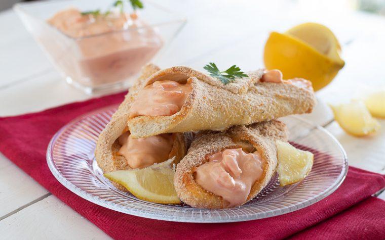 Cannoli di pane con cocktail di gamberi